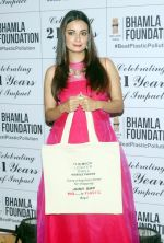 Dia Mirza At The Launch Of Beat Plastic Pollution Campaign on 26th April 2018 (8)_5ae2b03414e3d.jpg