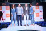 Esha Gupta and Vidyut Jamwal at infinity mall malad for fbb on 28th April 2018 (1)_5ae55e760bfd6.JPG