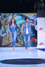 Esha Gupta and Vidyut Jamwal at infinity mall malad for fbb on 28th April 2018 (3)_5ae55e786dc8c.JPG