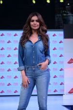 Esha Gupta at infinity mall malad for fbb on 28th April 2018 (3)_5ae55f42343e8.JPG