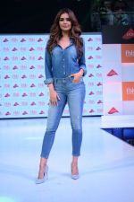 Esha Gupta at infinity mall malad for fbb on 28th April 2018 (5)_5ae55f46dfd42.JPG