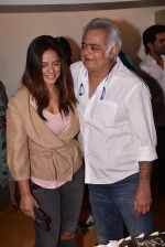Neetu Chandra, Hansal mehta at the Screening Of Film Omerta on 30th April 2018 (8)_5ae8160166e75.JPG