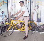 Shaan at the Screening of marathi film Cycle in sunny super sound in juhu , mumbai on 3rd May 2018 (11)_5aed62b678000.JPG