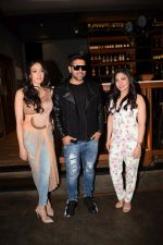 Guru Randhawa, Khushali Kumar, Tulsi Kumar at the Success party of Raat Kamal hai at andheri in mumbai on 5th May 2018 (15)_5af00e6ee31b3.JPG