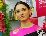 Tamannaah at the launch of B New Mobile Store in Proddatu on 5th May 2018 (58)_5af06b1b8cc6d.jpg