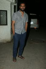 Vicky Kaushal at the Screening of 102 not out at sunny sound in juhu on 5th MAy 2018 (1)_5af00e8af047a.JPG