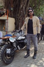 Harshvardhan Rane with Paltan team at olive bar on 6th May 2018 (24)_5af17d24c24c1.jpg
