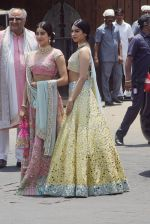 Janhvi Kapoor, Khushi Kapoor, Boney Kapoor at Sonam Kapoor Anand Ahuja_s wedding in rockdale bandra on 8th May 2018 (19)_5af18bb187d3f.jpeg