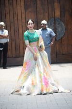 Karisma Kapoor at Sonam Kapoor Anand Ahuja_s wedding in rockdale bandra on 8th May 2018 (56)_5af18c3af2a06.JPG