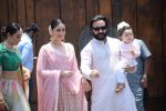 Karisma Kapoor, Kareena Kapoor, Saif Ali Khan, Taimur Ali Khan at Sonam Kapoor Anand Ahuja_s wedding in rockdale bandra on 8th May 2018 (49)_5af18c3ee986b.JPG