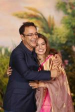 Kangana Ranaut, Vidhu Vinod Chopra at Sonam Kapoor and Anand Ahuja_s Wedding Reception on 8th May 2018 (91)_5af43fab091dc.JPG