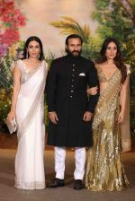 Karisma Kapoor, Saif Ali KHan, Kareena Kapoor at Sonam Kapoor and Anand Ahuja_s Wedding Reception on 8th May 2018 (264)_5af4401a116b7.JPG