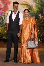 Kiron Kher, Sikander Kher at Sonam Kapoor and Anand Ahuja_s Wedding Reception on 8th May 2018 (167)_5af440b517542.JPG