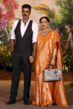 Kiron Kher, Sikander Kher at Sonam Kapoor and Anand Ahuja_s Wedding Reception on 8th May 2018 (169)_5af440c0cd7a8.JPG