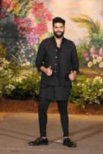 Kunal Rawal at Sonam Kapoor and Anand Ahuja_s Wedding Reception on 8th May 2018 (25)_5af440d43d75e.JPG
