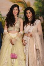 Maheep Kapoor at Sonam Kapoor and Anand Ahuja_s Wedding Reception on 8th May 2018 (38)_5af44113a6c8b.JPG