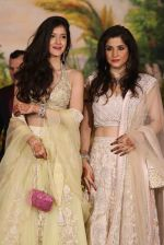 Maheep Kapoor at Sonam Kapoor and Anand Ahuja_s Wedding Reception on 8th May 2018 (40)_5af4411bb688e.JPG