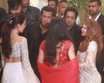 Salman Khan at Sonam Kapoor and Anand Ahuja_s Wedding Reception on 8th May 2018 (149)_5af4427e2d180.jpg