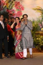 Uddhav Thackeray, Rashmi Thackeray at Sonam Kapoor and Anand Ahuja_s Wedding Reception on 8th May 2018 (33)_5af4437e7413c.JPG