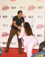 Salman Khan at Race3 trailer launch at pvr juhu on 15th May 2018 (1)_5afbd7fd28918.jpg