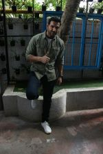 John Abraham spotted at Bandra, Mumbai on 16th May 2018 (20)_5afea6a05981b.JPG