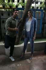 John Abraham, Diana Penty spotted at Bandra, Mumbai on 16th May 2018 (29)_5afea6a6e1c77.JPG