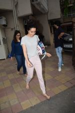 Shraddha Kapoor spotted at a dubbing studio in juhu on 17th May 2018 (5)_5afecf335337d.JPG