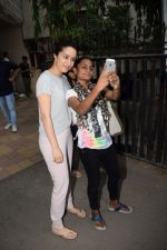 Shraddha Kapoor spotted at a dubbing studio in juhu on 17th May 2018 (7)_5afecf364b9e7.JPG