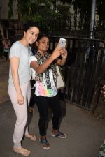Shraddha Kapoor spotted at a dubbing studio in juhu on 17th May 2018 (9)_5afecf39149b4.JPG