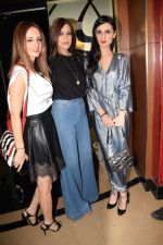 Suzanne Khan, Sonali Bendre, Anu Dewan at the Screening of hollywood film book club at pvr juhu on 16th May 2018 (51)_5afeacca86502.JPG