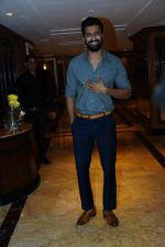 Vicky Kaushal at the Success party of film Raazi at Taj Lands End bandra on 16th May 2018 (8)_5afeb420128ec.JPG