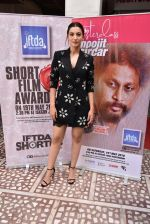 Gauhar Khan spotted at iskon temple juhu on 19th May 2018 (2)_5b02a49e1a91a.JPG