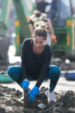 Anusha Dandekar at the adidas beach clean up in versova jetty (1)_5b02ab68d971a.jpg