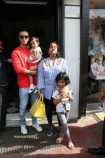 Arpita Khan and Aayush Shrama spotted at bandra on 20th May 2018 (2)_5b02a84385e19.JPG