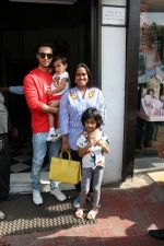 Arpita Khan and Aayush Shrama spotted at bandra on 20th May 2018 (5)_5b02a84aa6329.JPG