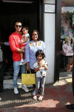 Arpita Khan and Aayush Shrama spotted at bandra on 20th May 2018 (6)_5b02a84c7ae5c.JPG