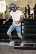 Ranveer Singh spotted at Maple store in bandra on 19th May 2018 (2)_5b029fee6d7ed.JPG