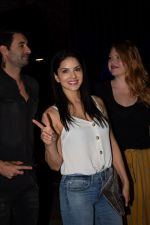 Sunny Leone with husband Daniel spotted at juhu on 18th May 2018 (10)_5b029b7897a3e.JPG
