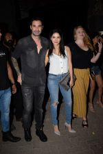 Sunny Leone with husband Daniel spotted at juhu on 18th May 2018 (11)_5b029b7a09c32.JPG
