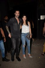 Sunny Leone with husband Daniel spotted at juhu on 18th May 2018 (13)_5b029b7cda172.JPG