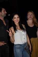 Sunny Leone with husband Daniel spotted at juhu on 18th May 2018 (9)_5b029ba05d053.JPG
