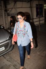 Twinkle Khanna spotted at pvr juhu in mumbai on 20th May 2018 (18)_5b02aba351e2d.JPG