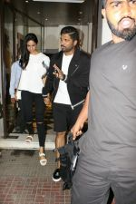 Allu Arjun spotted at bandra on 20th May 2018 (2)_5b053e32e8c55.JPG
