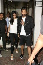 Allu Arjun spotted at bandra on 20th May 2018 (3)_5b053e3500fe2.JPG