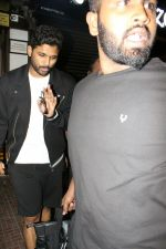 Allu Arjun spotted at bandra on 20th May 2018 (8)_5b053e400de65.JPG