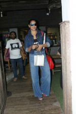 Bipasha Basu spotted at bandra on 22nd May 2018 (7)_5b05433fa02aa.JPG