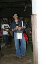 Bipasha Basu spotted at bandra on 22nd May 2018 (8)_5b05434227c50.JPG