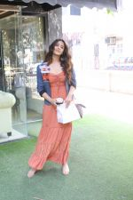 Nupur Sanon spotted at bandra on 22nd May 2018 (2)_5b054344352bc.JPG