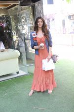 Nupur Sanon spotted at bandra on 22nd May 2018 (7)_5b054350c60f6.JPG