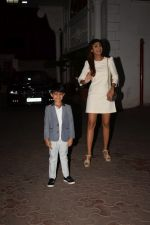 Shilpa Shetty, Raj Kundra & Viaan snapped as they go out for dinner on Viaan_s birthday at juhu on 20th May 2018(15)_5b053e4ae31ea.JPG